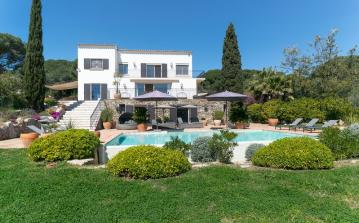 Spacious Modern Villa close to Pampelonne Beach. Pool and Garden. 6 bedrooms, to sleep 14 (STPZ165STT)