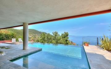 Modern Villa just steps away from the sea. Private heated pool. 4 bedrooms, sleeps 7 (THSM107PS)
