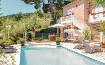 2 bedroom holiday home to sleep 6 near toulon cote dazur (TOULN10848)