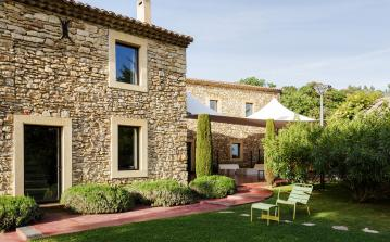 Stunning luxury restored countryside farmhouse in Uzès, swimming pool, sauna, tennis court and more. 7 bedrooms, sleeps 14 people. (UZES111SB)