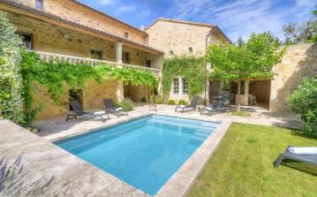 Typically French house with modern twist in historical Uzes. Heated salt water private swimming pool. 4 bedrooms, sleeps up to 12. (UZES115OL)