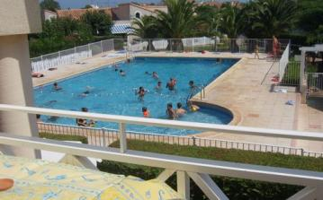 Valras plage beach swimming pool shared hot summer drinks balcony luxury relaxing view sliding doors holiday rental apartment