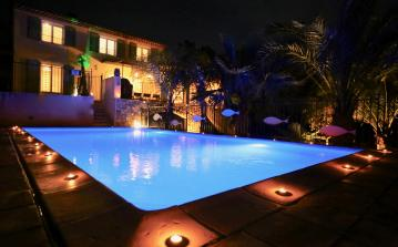Beautiful villa in Provence with heated private pool and aircon - sleeps 10 (VENC101)