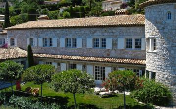 VENC112Q - Stunning stone built villa located in Vence, offering stunning views, a private swimming pool and tennis court. Sleeps 10 to 12 people.
