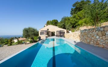 Stunning villa with amazing pool. Sleeps 11. (VENC116OL)