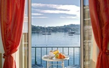 Beautiful 2 bedroom apartment in Villefranche, stunning views of the harbour and sea.  (VILL116)