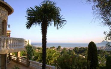Luxury Villa with Pool and Fantastic Views of Cannes. 8 Bedrooms, Sleeps 25