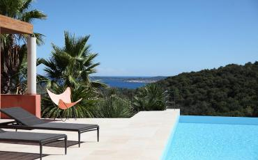 Stunning 3 bedroom villa nestled on a hilltop, complete with private pool and wonderful views. Sleeps 6.