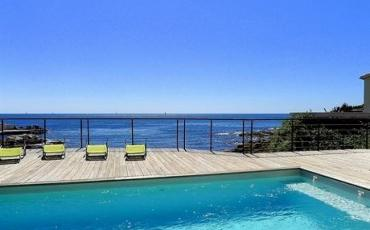 Stunning villa with direct access to the beach. Sleeps 8. Internet