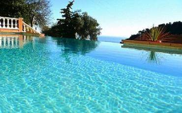 Spectacular apartment with heated pool on the Cote d Azur, sleeps 6
